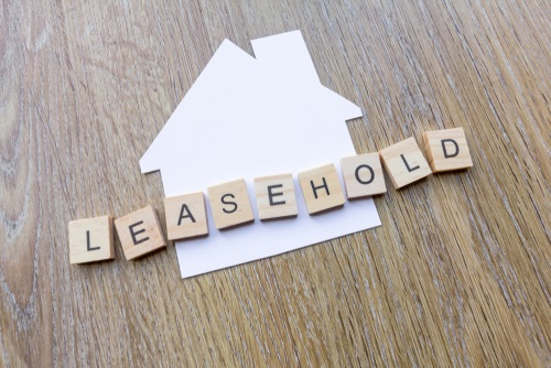 The word 'leasehold' beside paper in the shape of a house. Blog on selling a leasehold property